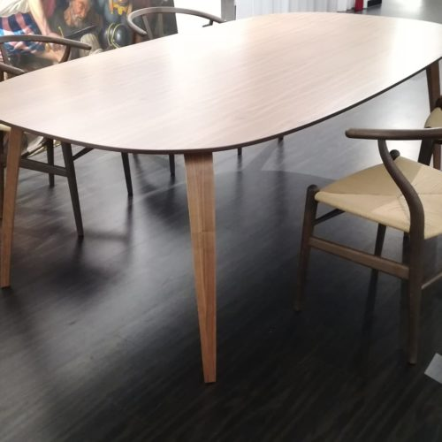 Gubi - Table elliptical